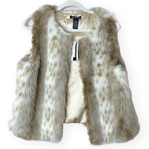 Olivia & Grace NWT faux fur vest lux yarn NEW